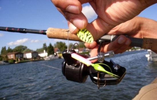 оптимальная длина спиннинга для ловли джигом с лодки